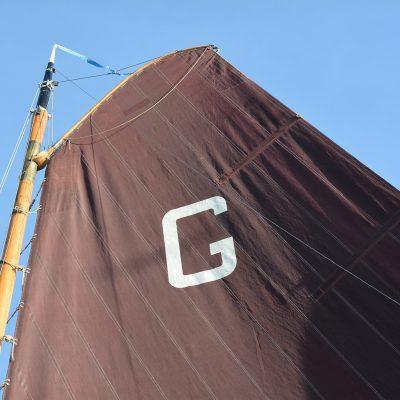 De G van het Grouster Skûtsje